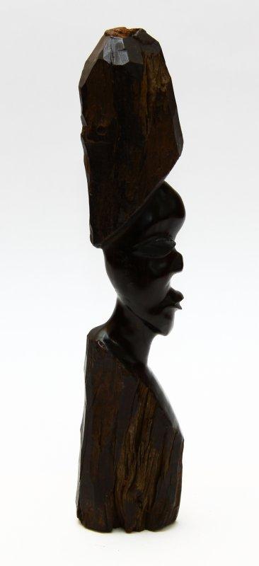skulptur aus eisenholz von afrikanischen k nstlern gefertigt 19. Black Bedroom Furniture Sets. Home Design Ideas